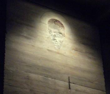 altarpiece-detail-side